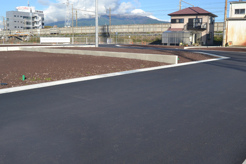 2019年11月29日 造成完了写真③ 前面道路は6m幅です。